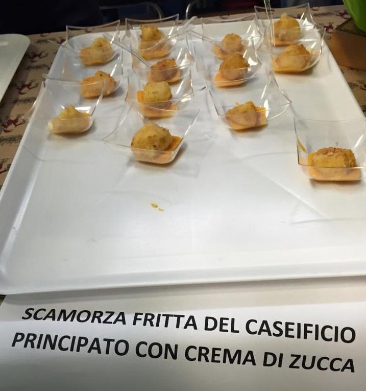 Scamorza fritta del caseificio Principato con crema di zucca