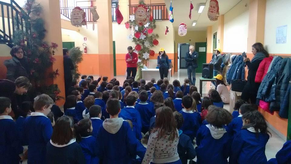 La Presidente di Legambiente San Michele di Serino, Filomena Vittoriano, apre la SERR alle scuole elementari con il Sindaco, MIchele Boccia