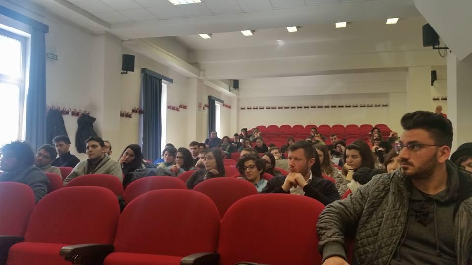 Gli studenti di scienze ambientali della SUN in attesa dell'inizio del seminario