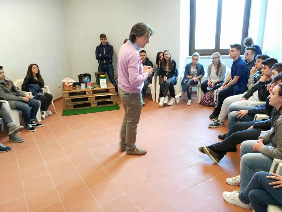 Laboratorio Greenopoli in corso alla FIERA DEL LIBRO a Manocalzati, 5 maggio 2016 (Foto di Enzo Martino)