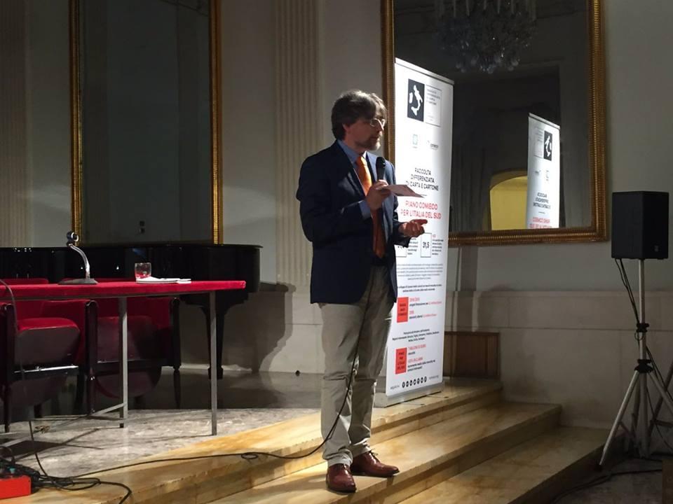 il Professore De Feo di Greenopoli introduce il Forum dedicato agli attori delle #buonepratiche per la #raccoltadifferenziata di #carta e #cartone